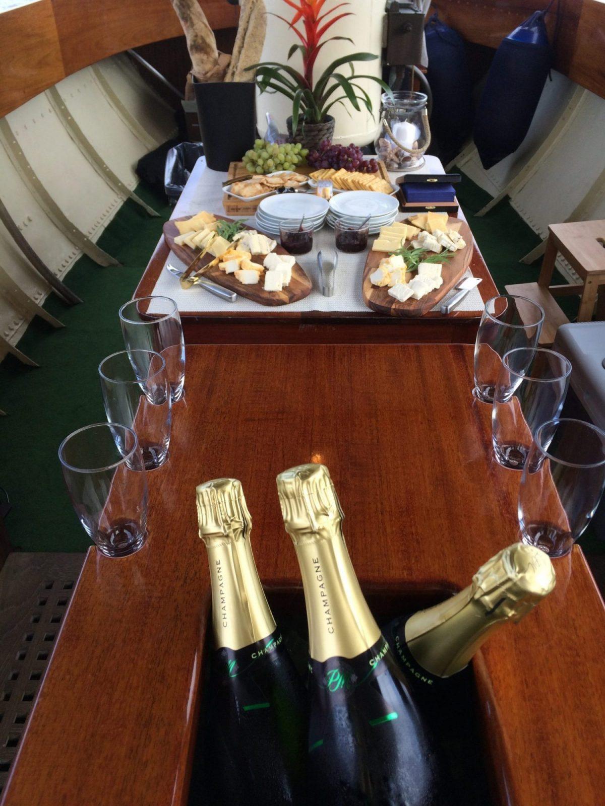 http://www.nobilischarter.se/wp-content/uploads/2017/06/Fartygets-Champagne-e1498564172380.jpg